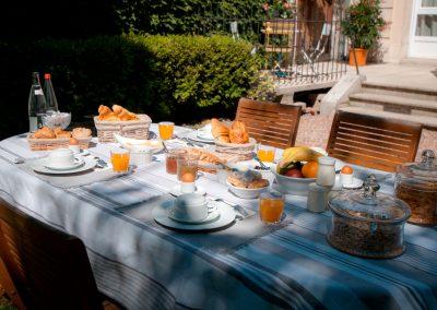 Ontbijt in tuin